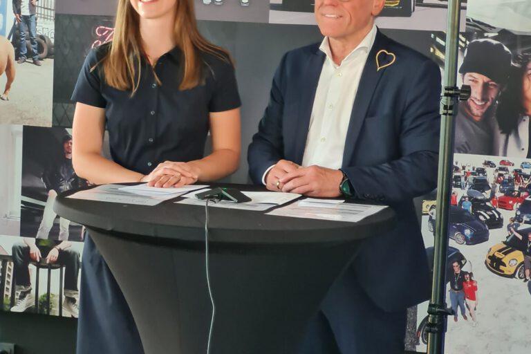 Carolin Bohnhorst und Gerd Boomers im Liveinterview vor Kamera und Beleuchtung